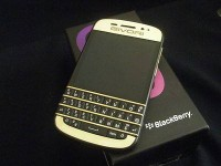 للبيع: Blackberry ( Q5 $300 / Q10 $400 / Z10 $350 & Porche Design 9981 $450 ) With Special Pins