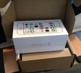 Brand New Unlocked Apple iPhone 5s in box with full accessories